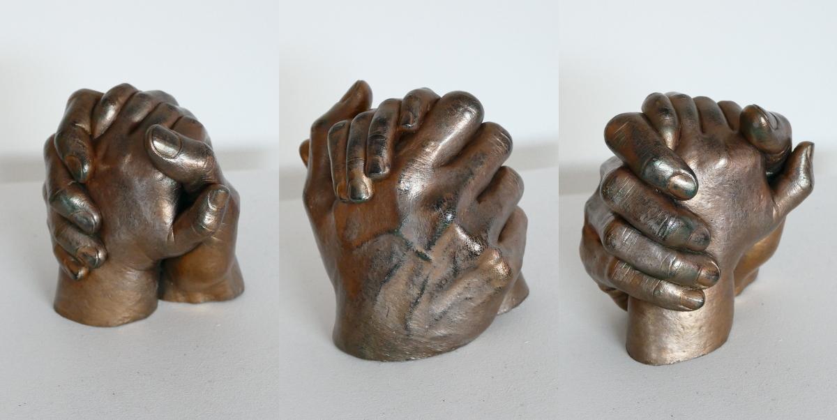 Poignée de mains maternelle